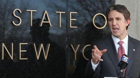 Mineola: Congressman Rick Lazio receives the endorsement of