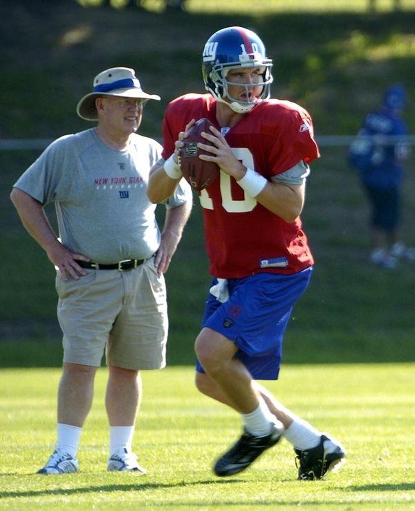 Giants quarterbacks coach Chris Palmer, left, was instrumental