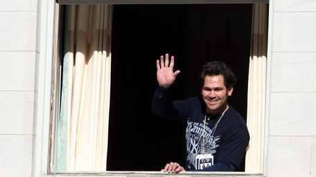 Johnny Damon waves to the crowd during the