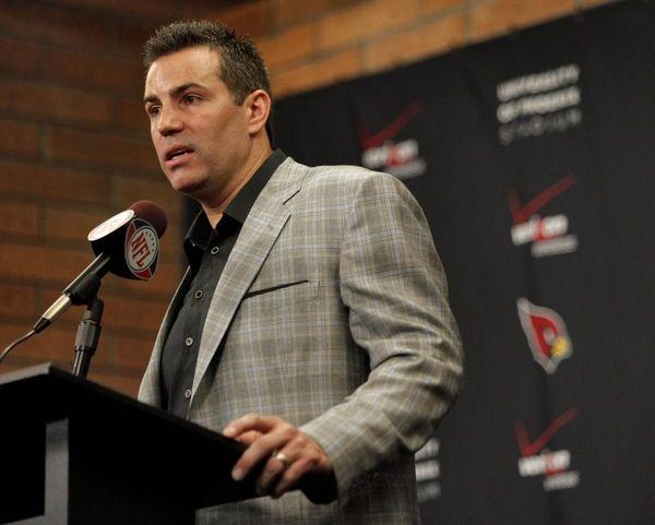 Arizona Cardinals quarterback Kurt Warner announces his retirement