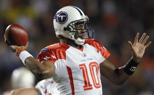 Tennessee Titans quarterback Vince Young (10) throws during