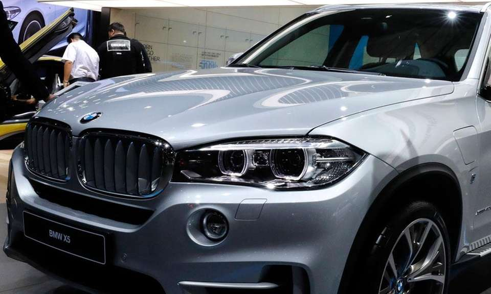 BMW's X5 was picked top luxury 3-row SUV,