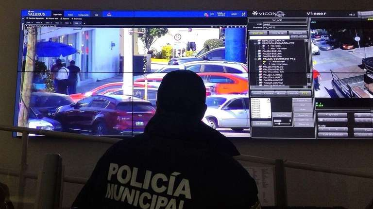 Mexican police monitor activity using Vicon Industries cameras.