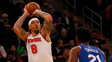 Michael Beasley #8 of the Knicks puts up