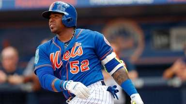 Mets outfielder Yoenis Cespedes hits a home run