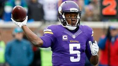 Then-Vikings quarterback Teddy Bridgewater throws against the Seahawks