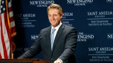 Sen. Jeff Flake speaks at the New Hampshire