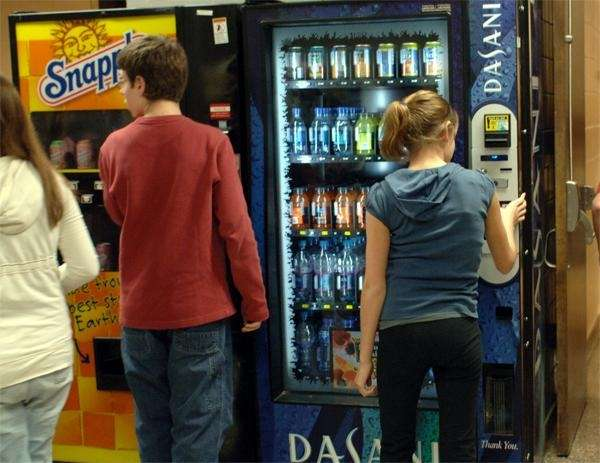 Students get drinks from vending machines at Huntington