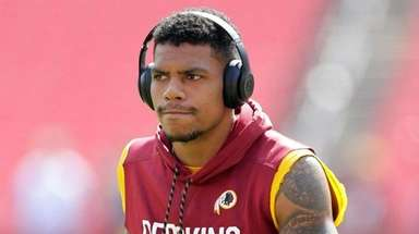 Terrelle Pryor warms up before a game against
