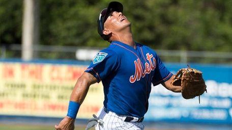 Mets infielder Phil Evans runs after a fly