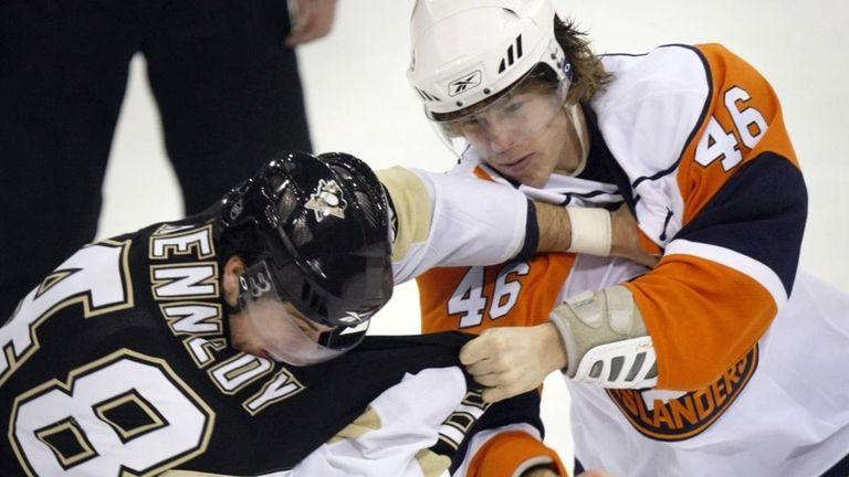 The Islanders' Matt Martin, right, fights the Penguins'