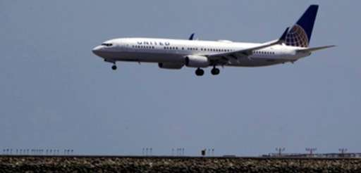 A United Airlines plane lands at San Francisco
