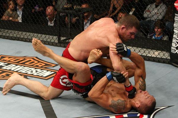 Michael Bisping pummels Denis Kang at UFC 105