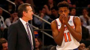 Knicks head coach Jeff Hornacek talks with Frank
