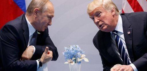 Russian President Vladimir Putin meets with President