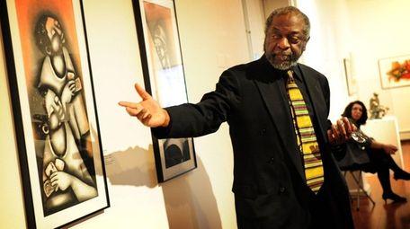 Former Newsday editor Les Payne speaks about artwork