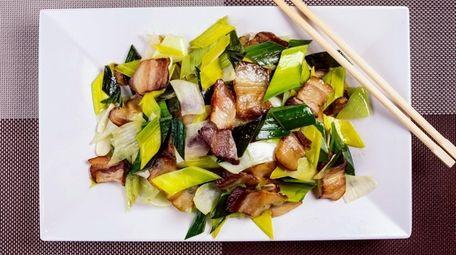 Hunan smoked pork with garlic stems is actually