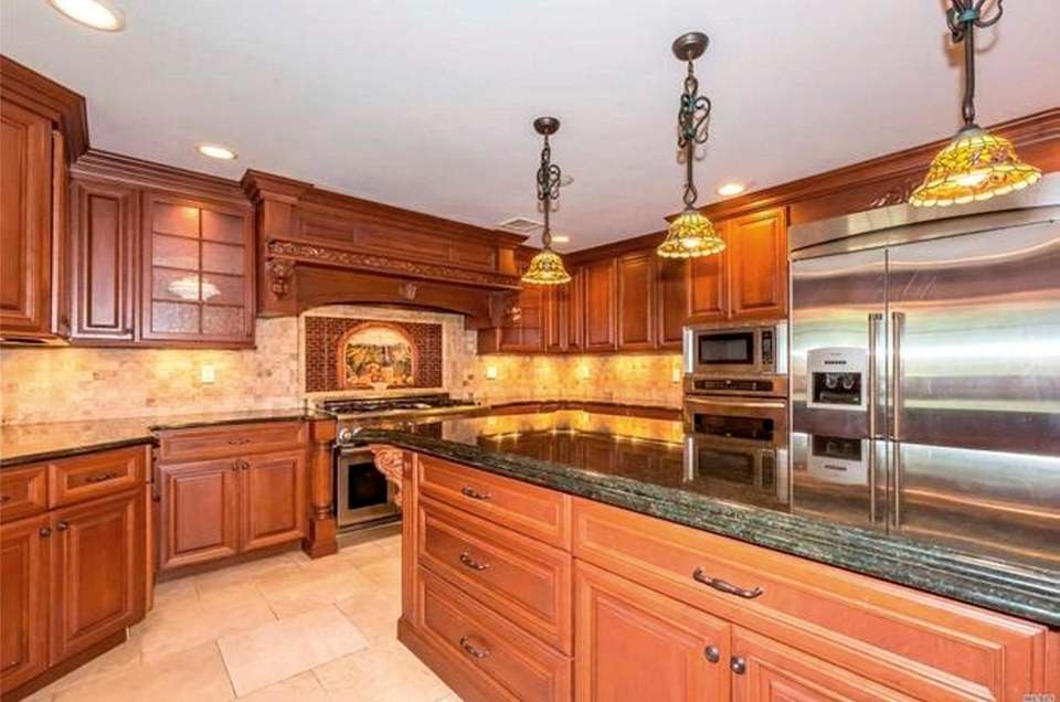 The eat-in kitchen in this Dix Hills Colonial