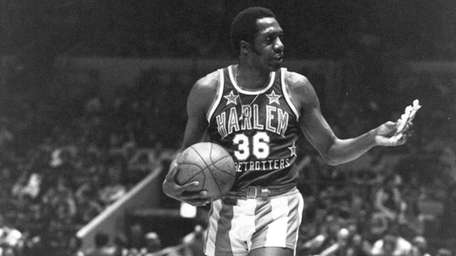 Meadowlark Lemon of the Harlem Globetrotters offers a