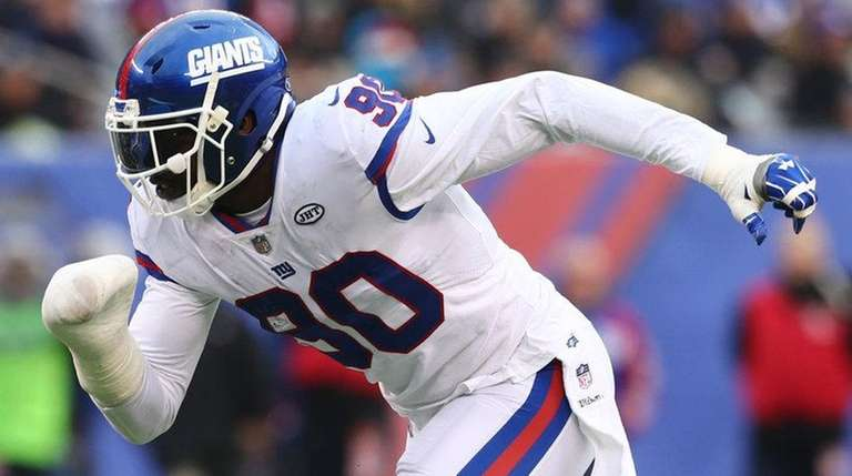 Giants defensive end Jason Pierre-Paul rushes the quarterback