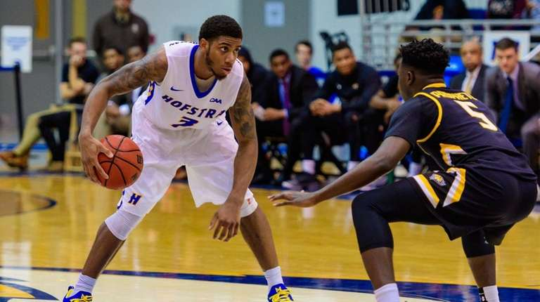 Hofstra Pride guard Justin Wright-Foreman (3) sizes up