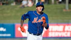 Mets infielder Wilmer Flores runs toward third base