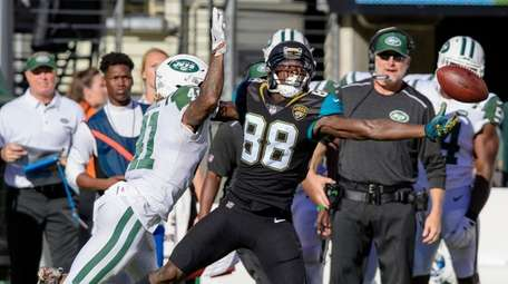Jets cornerback Buster Skrine commits pass interference on