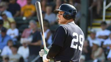 Yankees Brandon Drury at bat during his Spring