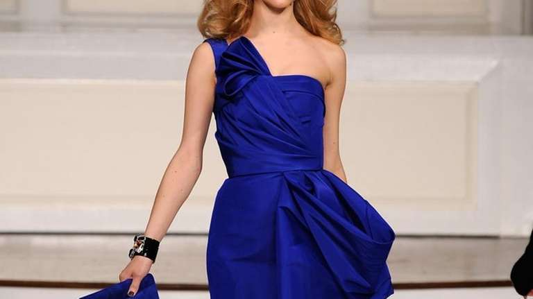 A model walks the runway at the Oscar