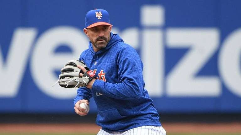 Mets top Cardinals 9-4 on opening day at Citi Field