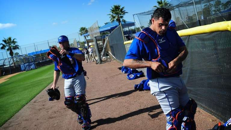 Mets catcher Henry Blanco suits up for practice