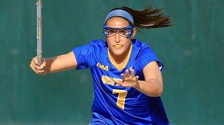 Hofstra's Alyssa Parrella breaks down the field againstWagner