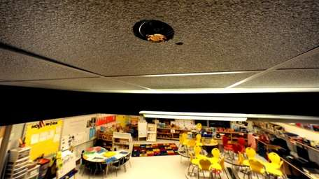 A fire sprinkler in the ceiling of a