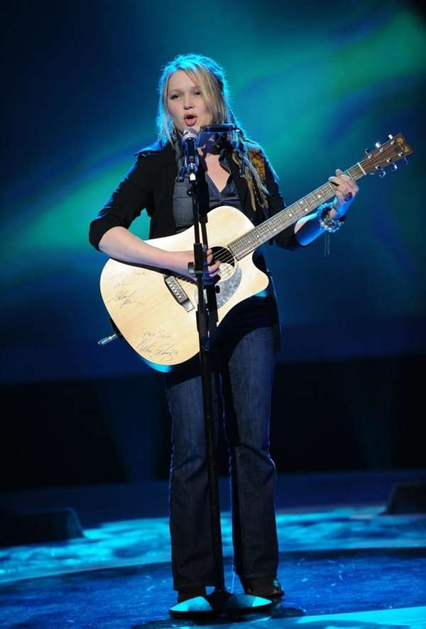 American Idol Top 24: Crystal Bowersox performs in