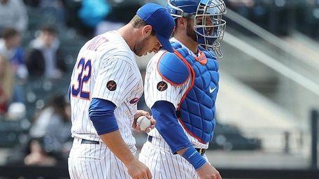 Mets starting pitcher Steven Matz (32) and catcher