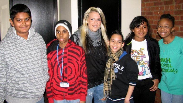 Cascada's singer Natalie Horler with Kidsday reporters, from