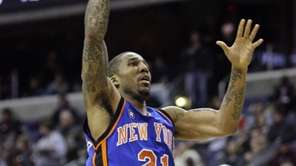 New York Knicks' Wilson Chandler (21) goes to