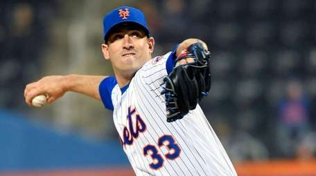 Mets starting pitcher Matt Harvey pitches against the