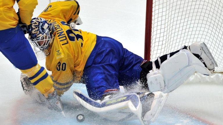 The Swedish goalkeeper Henrik Lundqvist (30) misses the