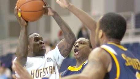 Hofstra's Chaz Williams looks to take a shot