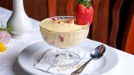 Zabaglione with strawberries and ice cream highlights the