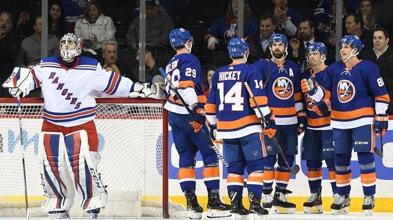 Islanders players celebrate a goal by Islanders center