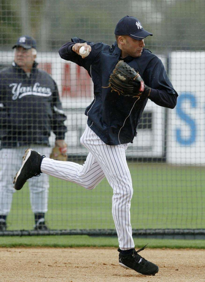 New York Yankees shortstop Derek Jeter fields a