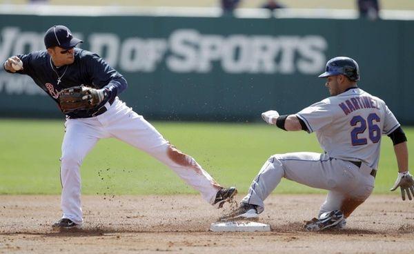 Atlanta Braves second baseman Martin Prado forces out
