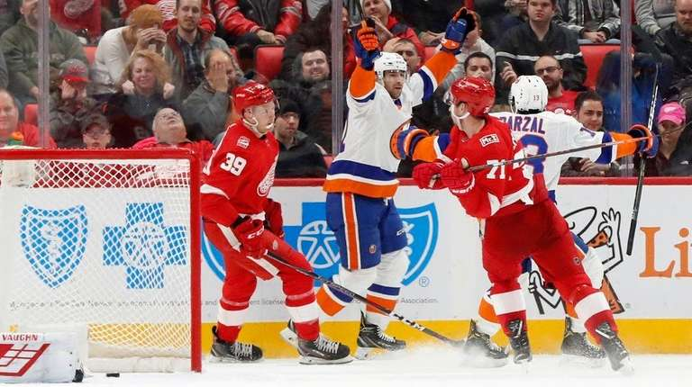 Islanders center John Tavares celebrates scoring on Red