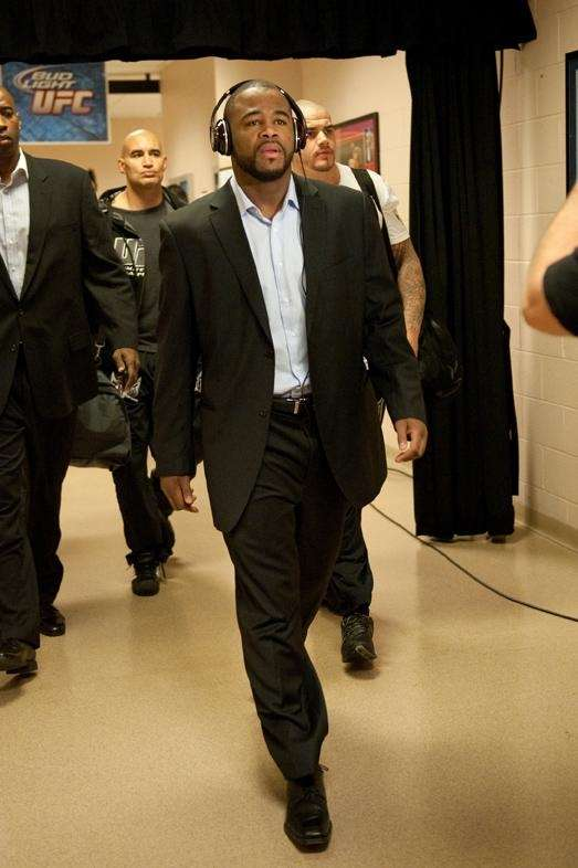 Rashad Evans makes his way into the arena