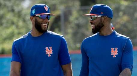 Mets infielders Amed Rosario (left) and Jose Reyes,