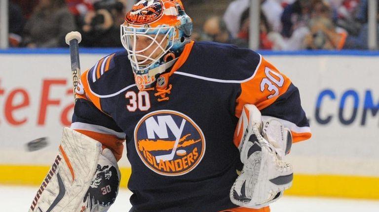 Islanders goalie Dwayne Roloson (30) makes a save