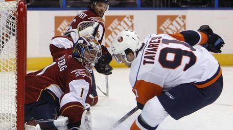 Atlanta Thrashers' Johan Hedberg (1) stops a shot