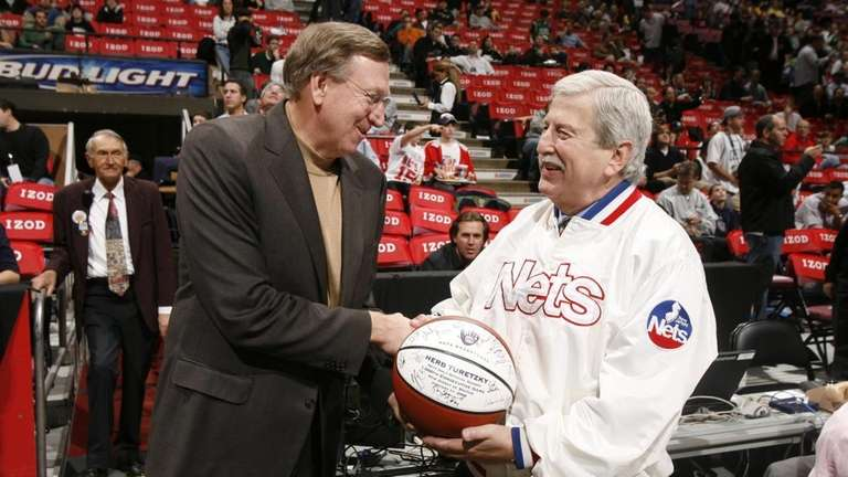 New Jersey Nets' President Rod Thorn presents Nets'
